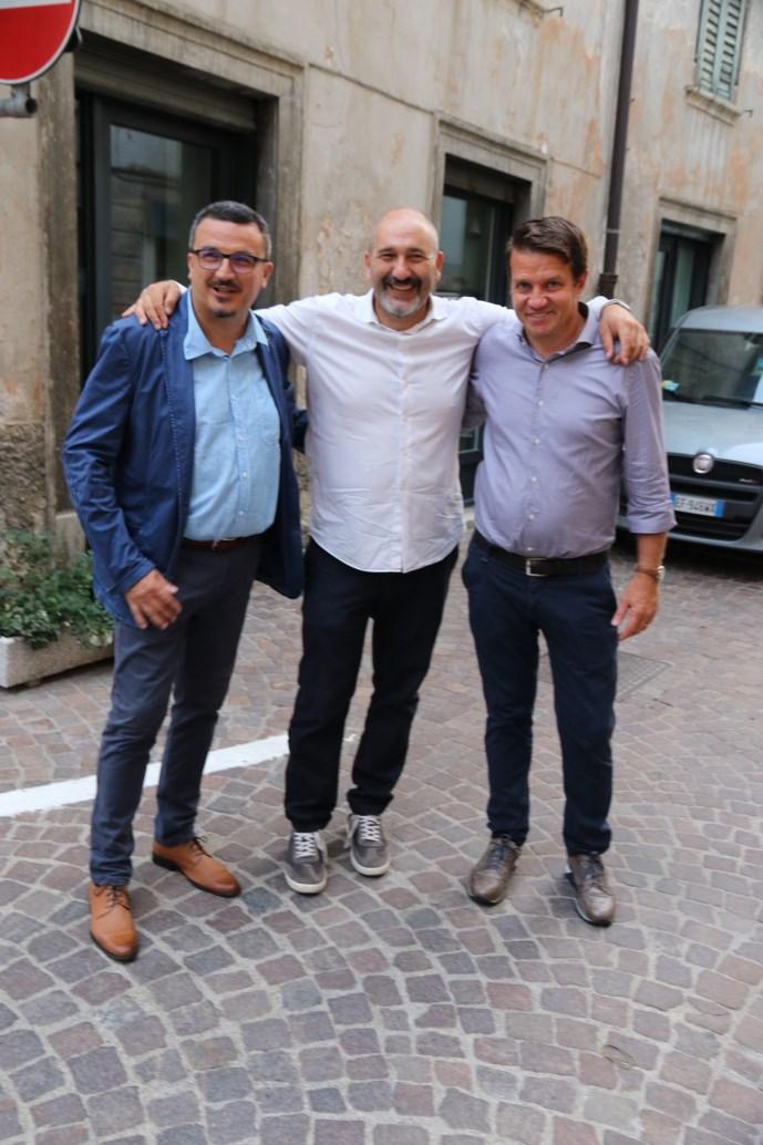 Il Presidente del GS AUSUGUM Willy Cia con l'ex sindaco Fabio Dalledonne e il Vice Sindaco di Borgo Valsugana, Luca Bettega