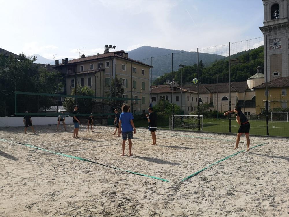 La squadra durante un allenamento al campo di BEACH volley